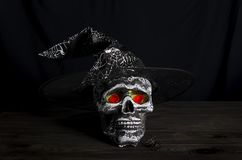 Fundo da ainda-vida de Dia das Bruxas com crânio Foto de Stock Royalty Free