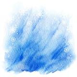 Fundo da aquarela do inverno luz - céu azul com flocos de neve de queda Foto de Stock
