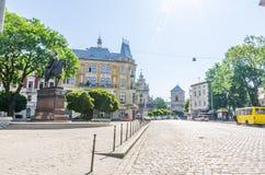 Fundo da arquitetura da cidade da parte velha da cidade de Lviv em Ucrânia na temporada de verão Fotografia de Stock