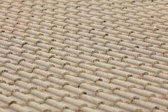 Fundo da arquitetura da textura do telhado de telhas de Brown foto de stock royalty free