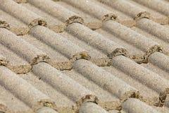 Fundo da arquitetura da textura do telhado de telhas de Brown imagens de stock royalty free