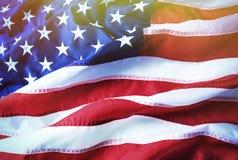 Fundo da bandeira americana Bandeira americana brilhantemente iluminada Luz solar, sunflare imagem de stock