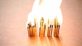 Fundo da caixa de papel da metragem do hd dos fósforos da chama do fogo do texto da venda video estoque