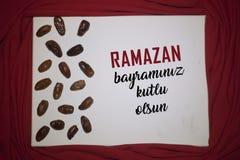 Fundo da cor de Ramadan Kareem Red fundo do feriado de Ramadan Kareem da decora??o Mubarak Islamic Feast Greetings Turkish: Ramaz imagem de stock royalty free