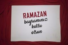 Fundo da cor de Ramadan Kareem Red fundo do feriado de Ramadan Kareem da decora??o Mubarak Islamic Feast Greetings Turkish: Ramaz imagem de stock