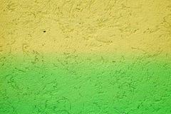 Fundo da cor Verde amarelo do Grunge pintado no muro de cimento sumário da textura para o fundo fotos de stock