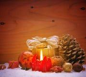 Fundo da decoração do Natal com vela do advento Fotos de Stock