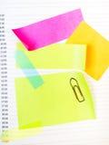 Fundo da escola com notas pegajosas coloridas Fotografia de Stock