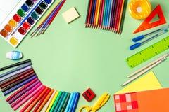 Fundo da escola Várias fontes de escola em um desktop, espaço da cópia fotografia de stock royalty free