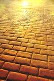 Fundo da estrada das lajes de pedra com os comp(s) verticais da reflexão do sol Foto de Stock Royalty Free