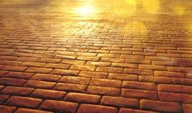 Fundo da estrada das lajes de pedra com reflexão do sol Imagens de Stock