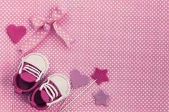 Fundo da festa do bebê Convite recém-nascido Ele menina do `S fotografia de stock
