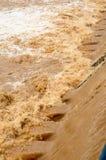 Fundo da inundação repentina na estação das chuvas após a tempestade para fora Imagem de Stock