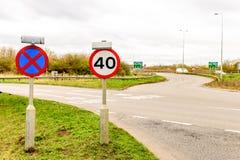 Fundo da opinião do dia do limite de velocidade BRITÂNICO da estrada 40 da estrada Fotografia de Stock Royalty Free