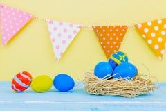 Fundo da Páscoa com ovos da páscoa Fotos de Stock Royalty Free