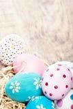 Fundo da Páscoa - ovos da páscoa coloridos com espaço da cópia Imagem de Stock Royalty Free