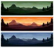 Fundo da paisagem da natureza com as silhuetas das montanhas e das árvores Foto de Stock Royalty Free