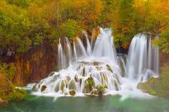 Fundo da paisagem do outono Lagos Plitvice Croácia Imagem de Stock