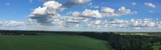 Fundo da paisagem e do céu azul Foto de Stock