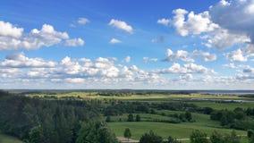 Fundo da paisagem e do céu azul Foto de Stock Royalty Free