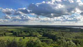Fundo da paisagem e do céu azul Fotografia de Stock