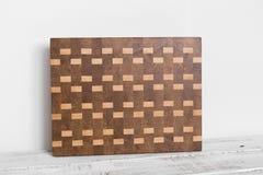 Fundo da placa de corte da cozinha feita da parte m?ltipla de bambu imagem de stock