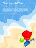 Fundo da praia do verão com cubeta e pá Fotografia de Stock
