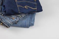 Fundo da sarja de Nimes, sarja de Nimes com uma emenda do projeto elegante roupa trousers imagem de stock royalty free