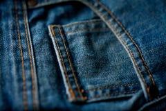 Fundo da sarja de Nimes da forma do close up do bolso das calças de brim Imagens de Stock