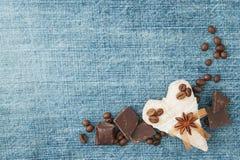 Fundo da sarja de Nimes do Valentim, cartão com matéria têxtil original Fotografia de Stock Royalty Free