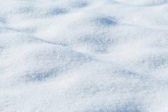 Fundo da textura fresca da neve no tom azul foto de stock