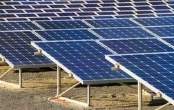 Fundo das baterias solares Foto de Stock