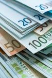 Fundo das cédulas do dinheiro do Euro e do dólar dos EUA Fotos de Stock Royalty Free