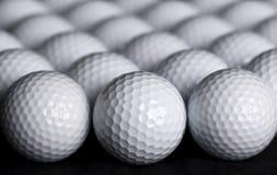 Fundo das esferas de golfe Fotografia de Stock Royalty Free