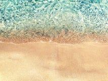 Fundo das férias de verão da praia da areia da textura da água fotos de stock royalty free