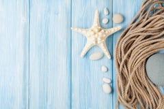 Fundo das férias do mar com peixes da estrela e corda marinha Fotos de Stock Royalty Free