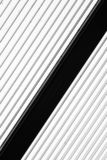 Fundo das listras - listras preto e branco diagonais foto de stock