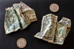 Fundo das notas de dólar dos E.U. um As notas da textura do americano cem do dinheiro projetam Pena, eyeglasses e gráficos imagens de stock