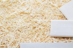 Fundo das ondas douradas dos aparas de madeira Foto de Stock Royalty Free