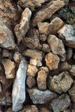 Fundo das pedras lascadas de uma montanha em um parque na terra imagens de stock royalty free
