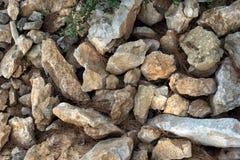 Fundo das pedras lascadas de uma montanha em um parque na terra fotografia de stock royalty free