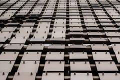 Fundo de aço escovado da placa de metal com rebites fotos de stock