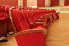 Fundo de cadeiras vermelhas teatrais vermelhas Imagens de Stock Royalty Free