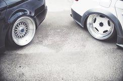Fundo de carros de ajustamento na rua, Fotos de Stock Royalty Free