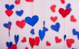 Fundo de corações do papel vermelho e azul Fotografia de Stock Royalty Free