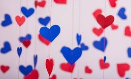 Fundo de corações do papel vermelho e azul Fotos de Stock Royalty Free