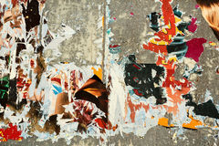 Fundo de Grunge com os posteres rasgados velhos Fotografia de Stock Royalty Free