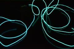 Fundo de incandescência caótico dos fios e das linhas O fio eletroluminescente torcido das texturas dá o caráter da imagem turquo fotografia de stock royalty free