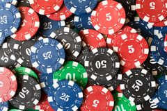 Fundo de jogar microplaquetas poker Conceito do CASINO Jogos do ch foto de stock royalty free