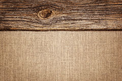 Fundo de linho com textura e a vinheta de madeira da prancha Fotografia de Stock Royalty Free